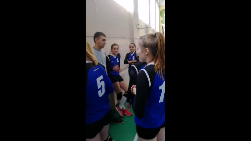 Какие то клюшки играют))