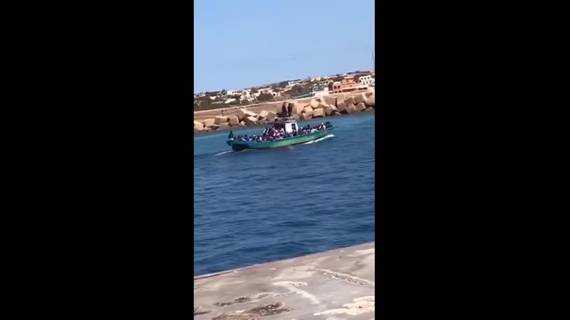 29. April 2020 - Ausgangssperre in Lampedusa - Trotzdem kommen Boote voller Invasoren an