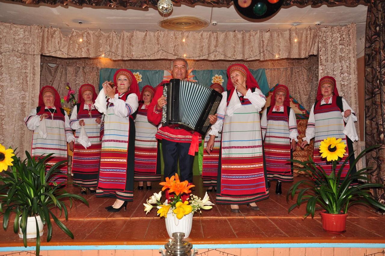 Вокальный коллектив из Петровского района принимает участие в областном творческом конкурсе
