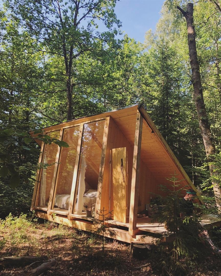 16 коттеджей «Stedsans in the Woods» — ресторан и курорт, основанный шеф-поваром Флеммингом Хансеном и стилистом Метте Хельбеком как место, где люди могут по-настоящему приблизиться к природе, Швеция.
