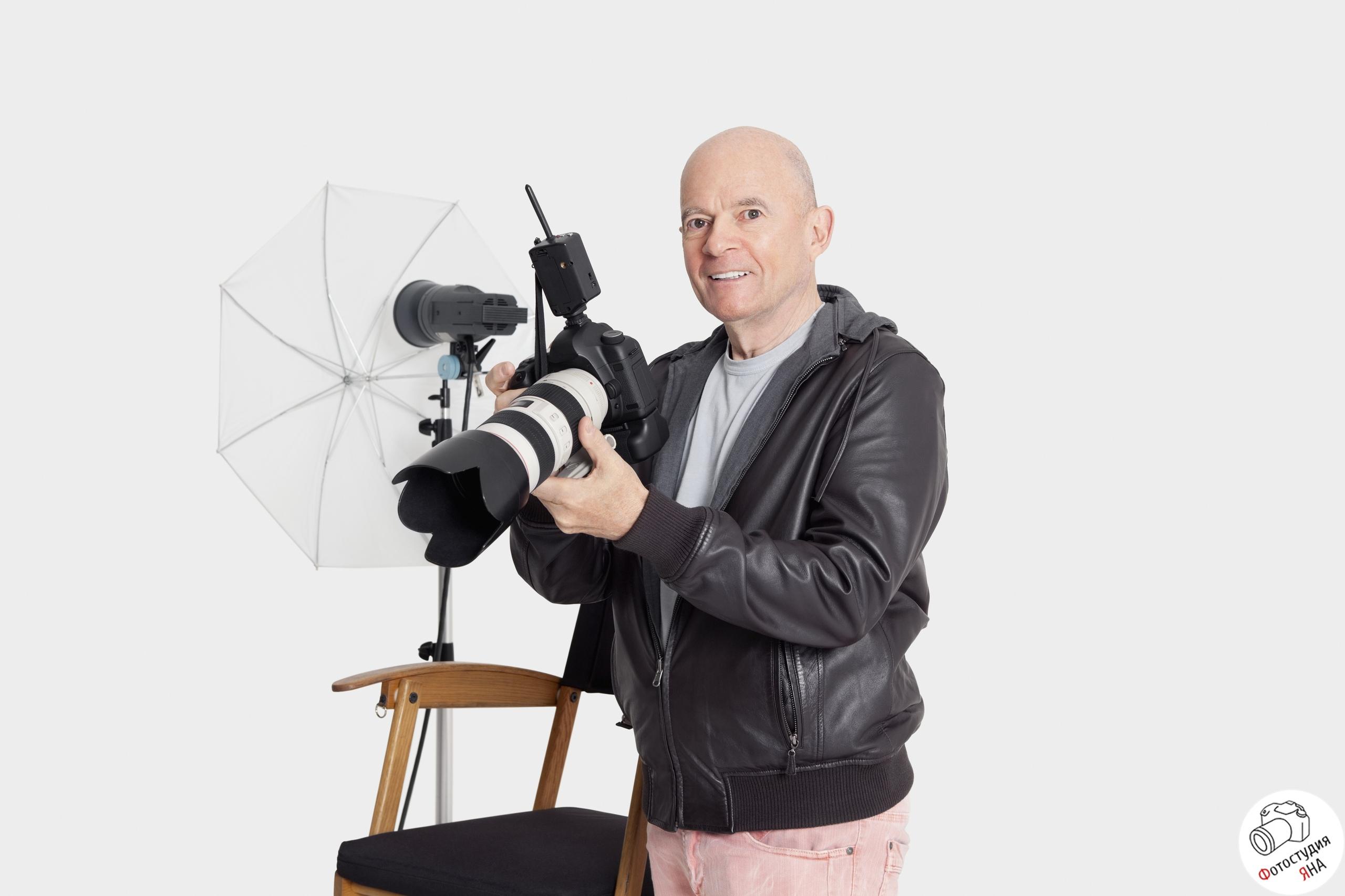 На фото: образец лаконично выглядящего фотографа
