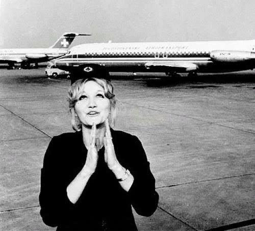 Упасть с небес История югославской стюардессы: единственного человека в мире, упавшего с высоты в 10 160 метров, и по счастливой случайности оставшегося в живых. Это произошло с ней 26 января
