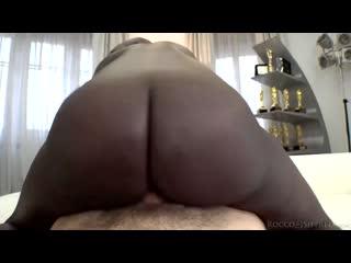 Белый чувак жёстко трахает негритянку, black girl ebony hard fuck tit ass fake boob sex pussy anal porn cum milf (Hot&Horny)