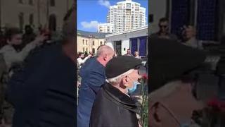 #9мая Киев: нацисты нападают на людей, идущих в Парк Славы
