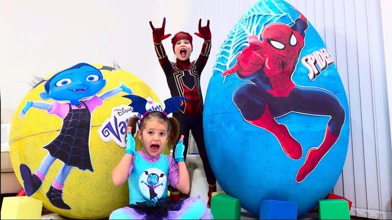 Дети не поделили игрушки Spiderman и Vampirina в огромных яйцах Giant toy eggs with surprise
