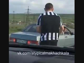 Хабиб ловит машину в Дагестане Нетипичная Махачкала