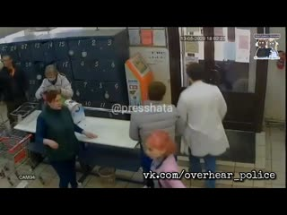Два оболтуса из Иванова решили пополнить запасы дезодорантов и парфюма