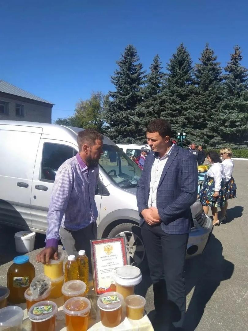 Представители Петровского района стали участниками Фестиваля мёда, состоявшегося в Лопатинском районе