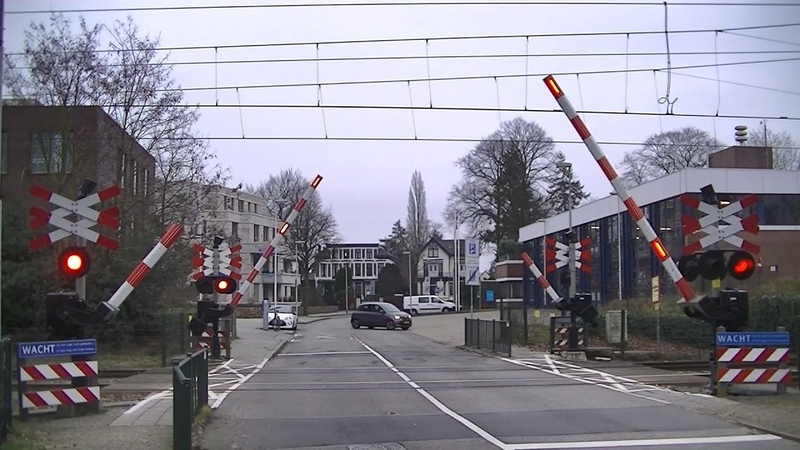 Spoorwegovergang Bussum Zuid Dutch railroad crossing