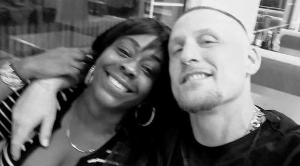 Белый мужчина плюнул в лицо афроамериканской подруге, отказавшись участвовать в ролевой интимной игре в рабовладельца Жителя Флориды арестовали после того, как его афроамериканская подруга