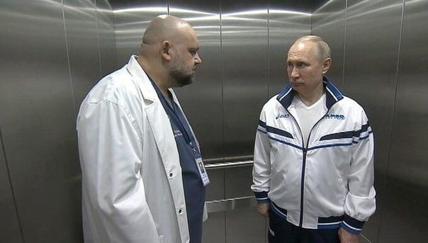 Фотография врача, который стоит с президентом в лифте, обрела популярность в соцсетях Интернет-пользователи делают различные мемы на эту