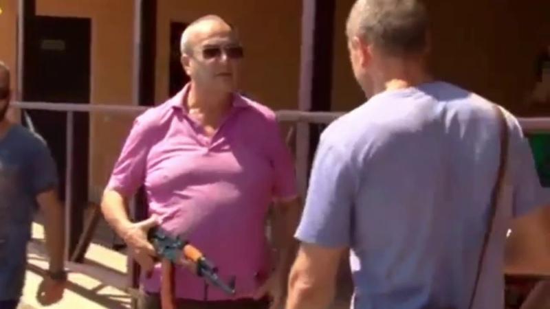 активисты приехали, НО злой владелец кафе достал АК-47...началась драка