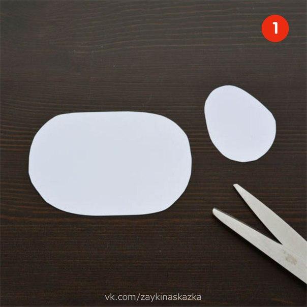 ОВЕЧКА ИЗ ВАТНЫХ ПАЛОЧЕК Потребуются:ватные палочкиплотный белый картонножницыклейчетыре деpeвянные палочки (можно взять от мороженого) или две прищепкиленточка маленького размерафломастер