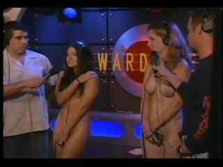 ENF, CMNF, проиграла, любительский NiP  девушки раздеваются догола на телешоу на глазах мужей