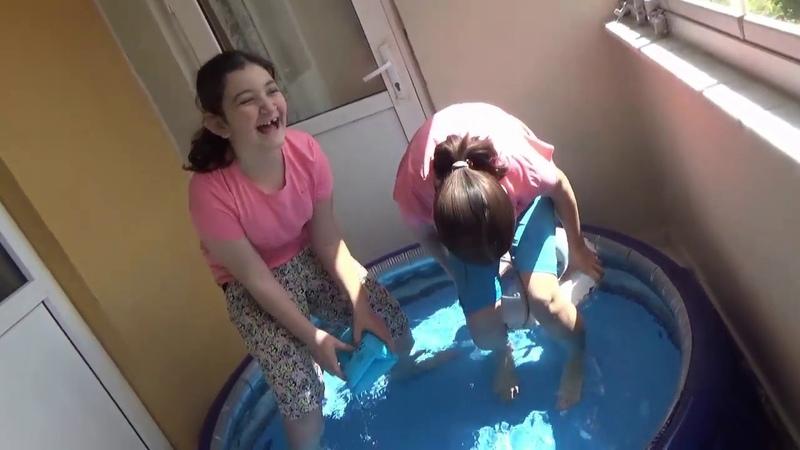 Balkonda Havuz Eğlencesi ) Habibe Rüya Ayşegül