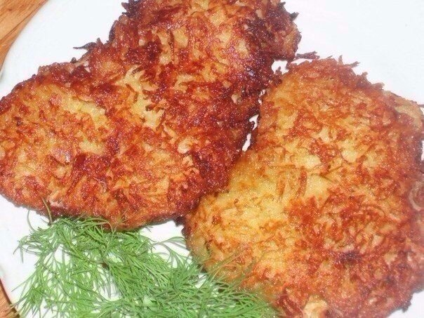 ЭТО ОЧЕНЬ ВКУСНО Куриная отбивная в картофельной панировкеНУЖНО 2 филе курицы2 средних картофелины1 яйцоспециирастит. маслоГОТОВИМ 1. Филе нужно хорошенько отбить, посолить и поперчить.