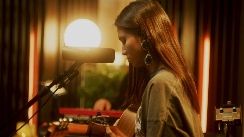 NIKI Shouldn't Couldn't Wouldn't Live Acoustic Sessions
