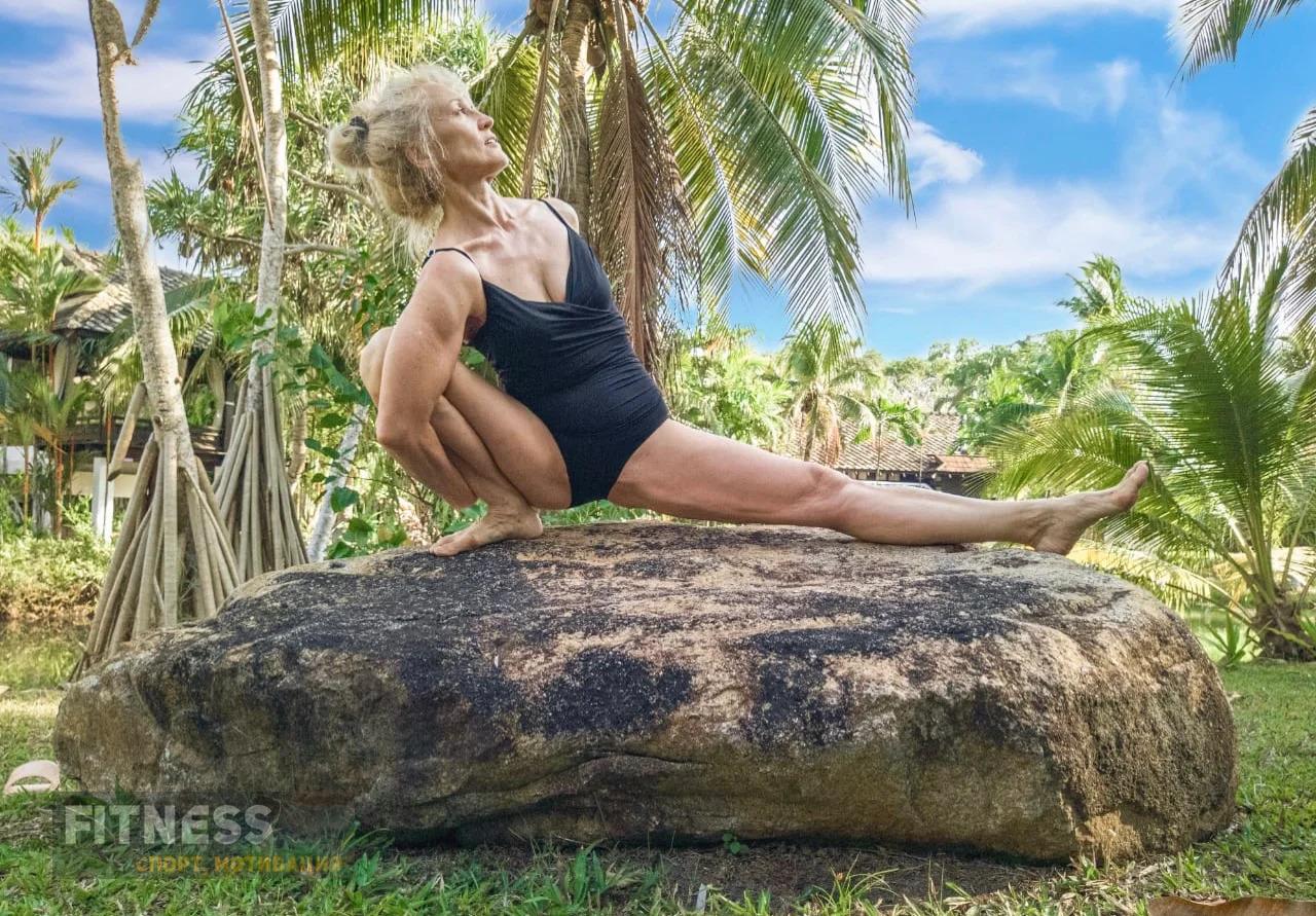 Ольга Николаева, которая в свои 57 благодаря йоге сохраняет идеальную форму