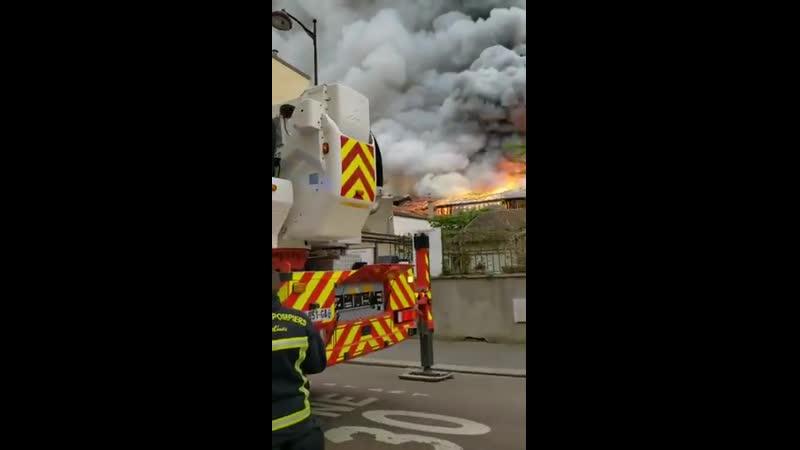 Incendie à Versailles dans un entrepôt de voitures