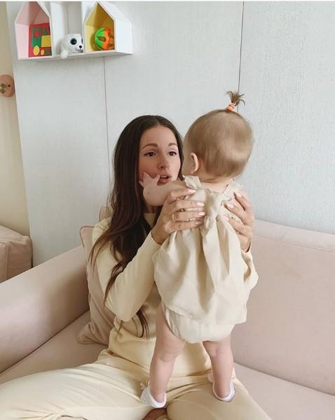 Нюша опубликовала фото с дочкой!