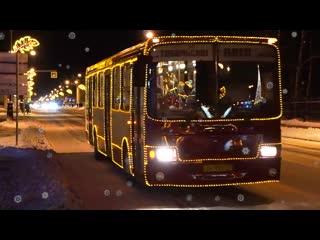 Праздник к нам приходит с новогодним автобусом!