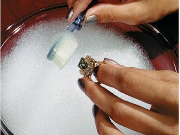 Как чистить ювелирные изделия из золота с камнями