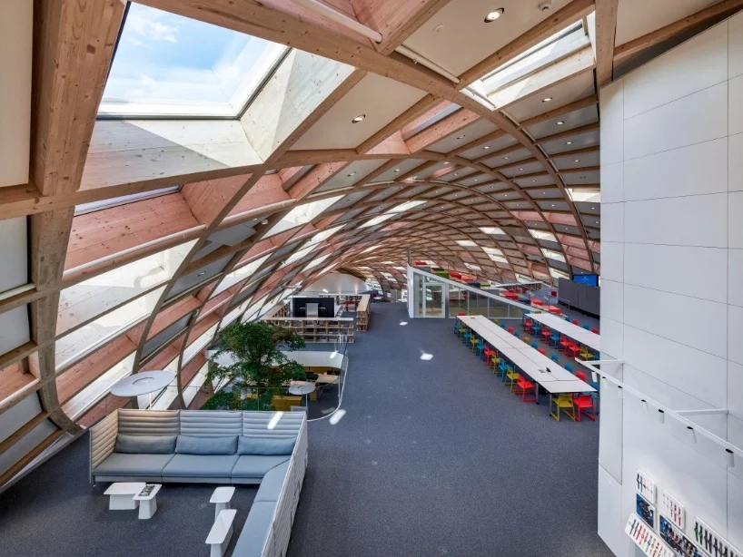 Офисное здание Swatch - необычная деревянная конструкция