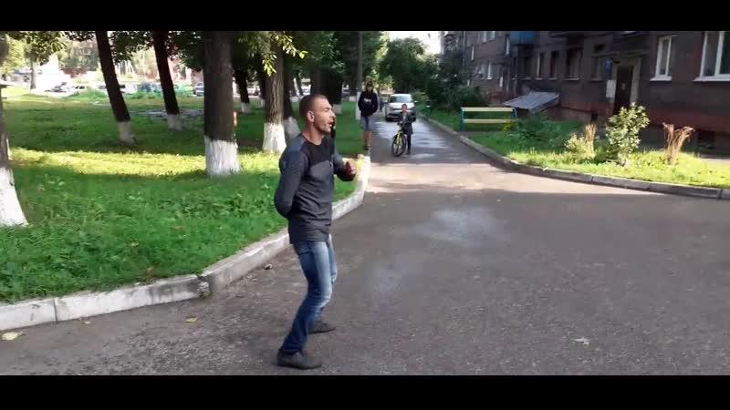 ВПИСКА. Новокузнецкий зомби добавил ложку мёда в суровые будни местных жителей, нормально прёт, оп дававй-давай, наркоман