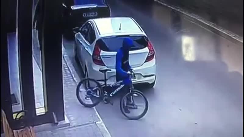 Подростки украли велосипед у маленькой девочки в Воронеже