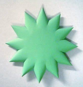 Поделка из цветной бумаги - елочка на новый год