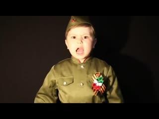 """Мама сказала:""""Надо так спеть эту песню, чтобы вся страна встала"""" - 4-летний мальчик поет Священную войну!"""