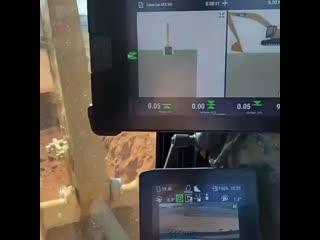 Оператор видит на экране как глубоко он копает