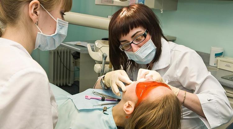 Ученые опровергли утверждение о необходимости визита к стоматологу дважды в год   Временные промежутки между посещениями