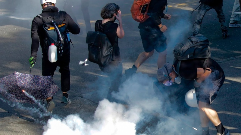 Seattle protest Police charge forward and use pepper spray on retreating protesters
