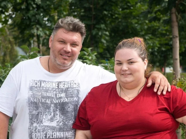 Взвешенные люди: отец и дочь.