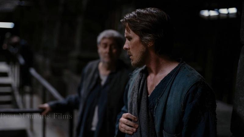 Брюс Уэйн выбирается из тюрьмы под названием Яма Темный рыцарь Возрождение легенды 2012