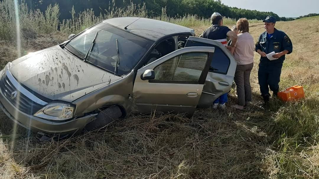 В дорожно-транспортном происшествии в районе села Тарумовка Петровского района пострадали два человека