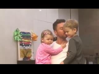 Сергей Лазарев показал как проводит время с детьми