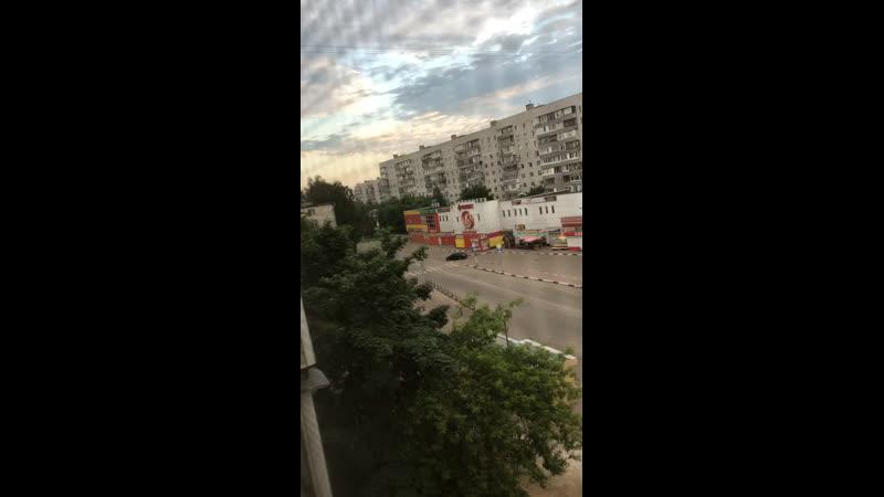 Сегодня рано утром на улице Парковская напротив ТЦ Феникс пьяный мужчина сильно избил маленького ребёнка