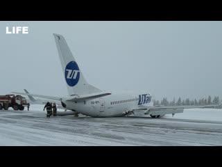 """Самолёт сел на """"брюхо"""" в аэропорту Усинска"""