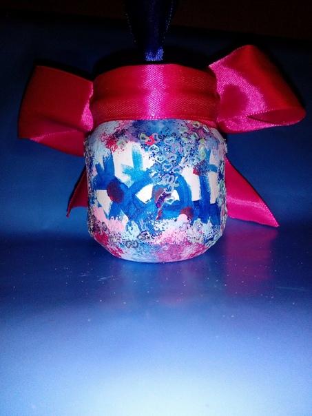 Ещё одна довольно простая поделка из подручных материалов Елочная игрушка к новому году Вам знакома техника декупаж при помощи салфеток Обязательно попробуйте, это не сложно и увлекательно!Для