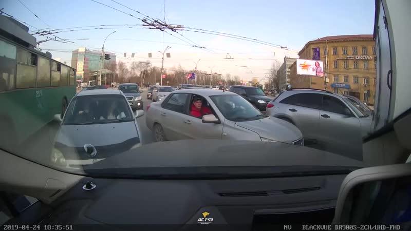 Быдло на дороге в Октябрьском районе
