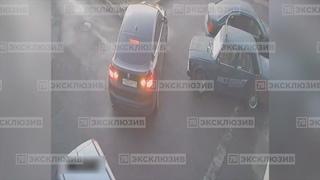 ДТП и ЧП | Санкт-Петербург on Instagram: В Петербурге разыскивают неизвестных, которые ворвались ночью в автосервис на улице Симонова и похитили оттуда железный ящик.  Схватив