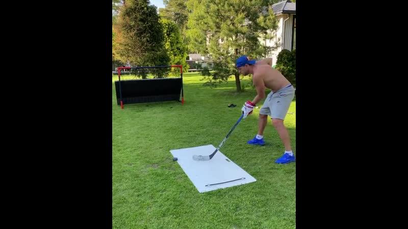 Дзюба продемонстрировал хоккейные навыки